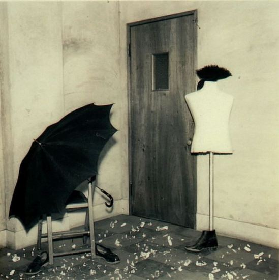 Kansuke Yamamoto. It is Raining in Town1956 This series was published in the VOU n.59 1958. ©Toshio Yamamoto