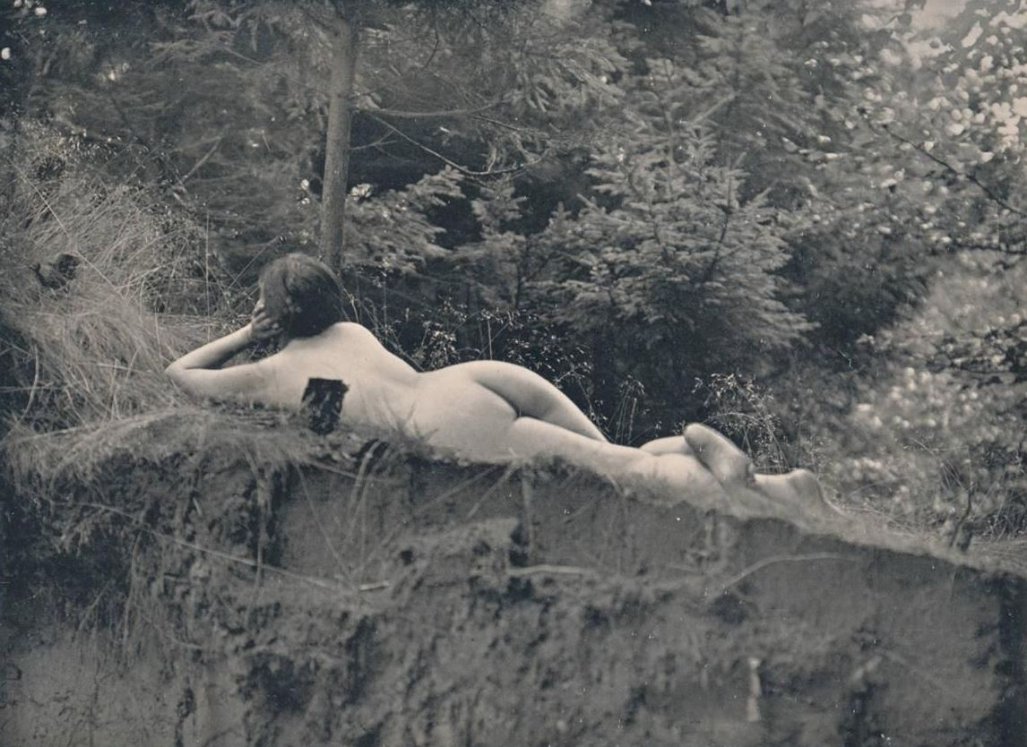 Photographe inconnu. Nude woman in woods. Via ebay