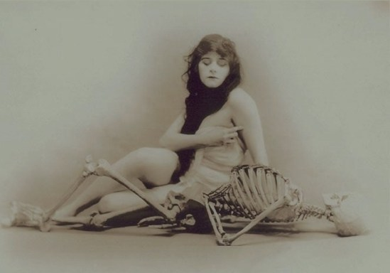 Theda Bara in A fool there was directed by Frank Powell 1915