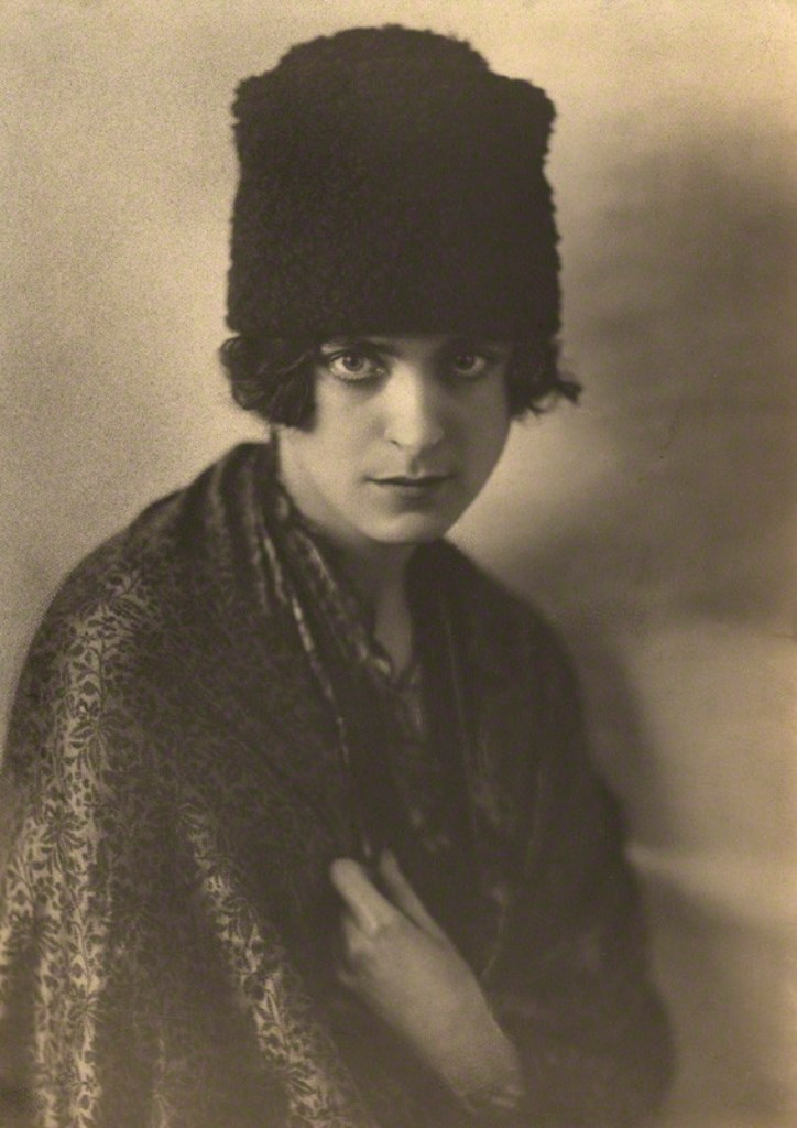 Dorothy Wilding. Harriet Cohen 1920s. Via npg