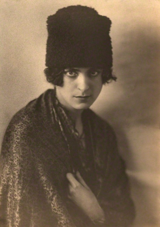 Dorothy Wilding. Harriet Cohen 1920s. Via npg