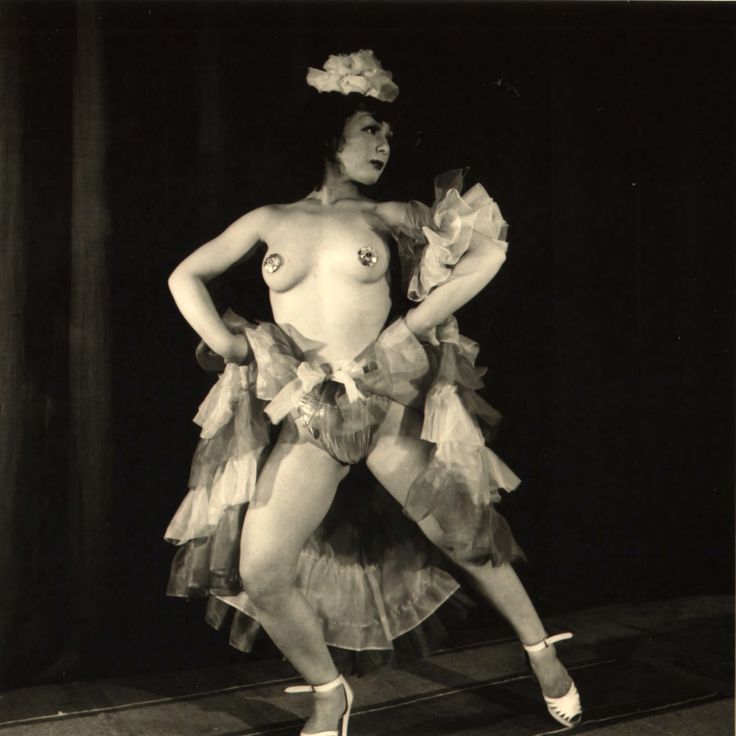 Kansuke Yamamoto. Striptease dancer 1950©Toshio Yamamoto