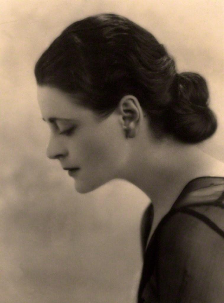Kay Vaughan. Harriet Cohen 1935. Via npg