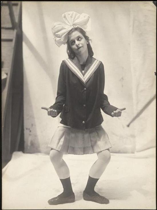 Parade, ballet d'après Jean Cocteau, composé en 1916-1917 par Erik Satie pour les Ballets russes dirigés par Sergei Diaghilev