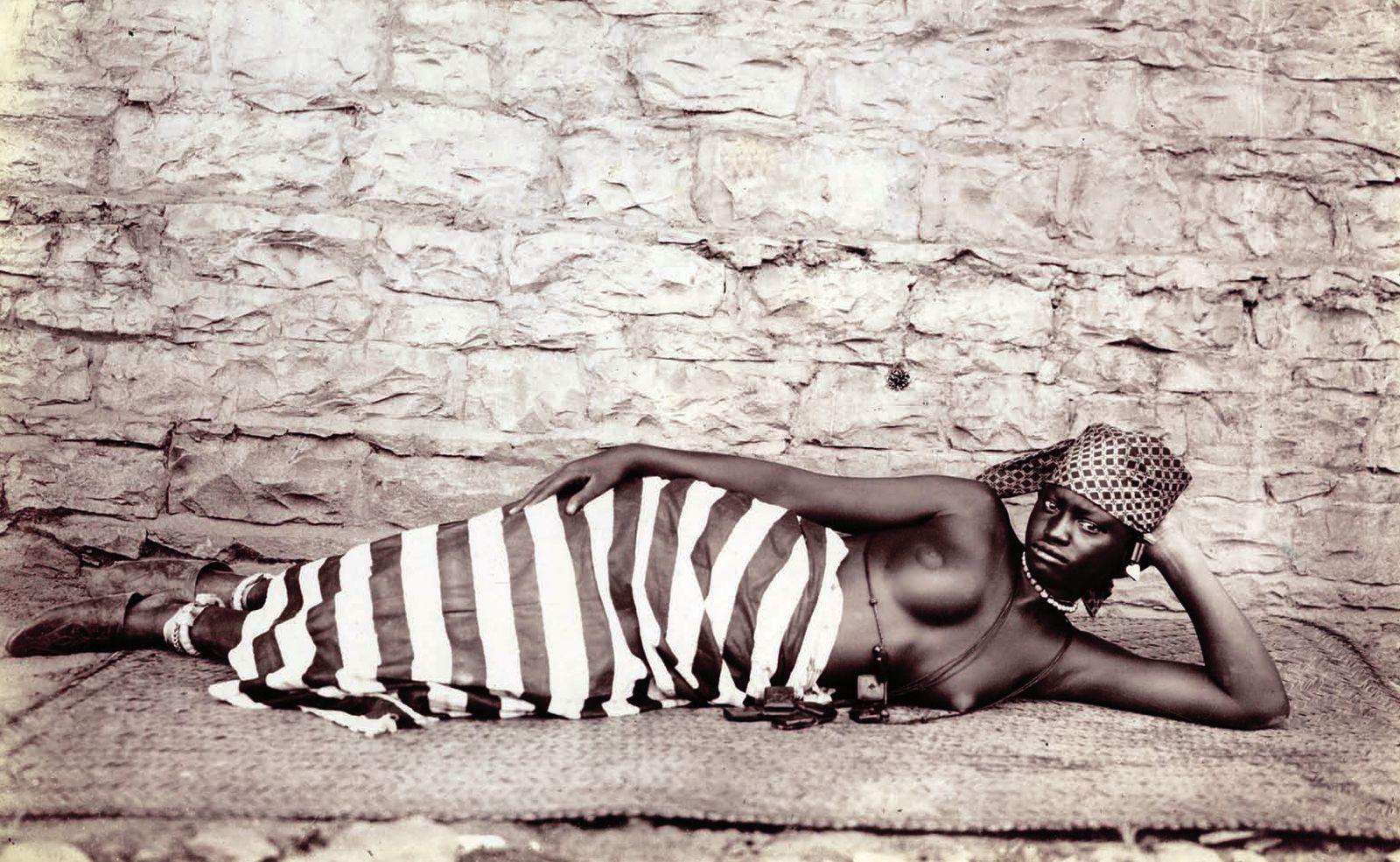 Photographe anonyme. Kayes, Soudan français (Mali) vers 1890. Vialumieredesroses