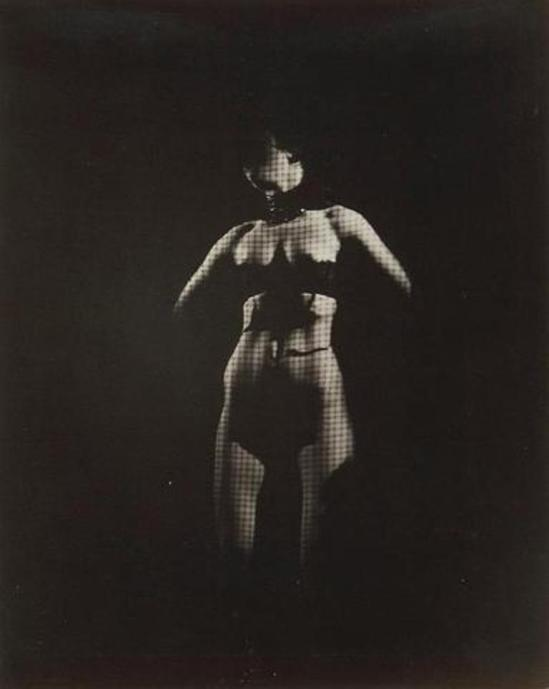 Photographe inconnu. Strip-tease 1950. Via interencheres