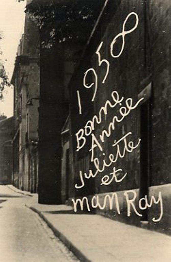 Rare Carte de bonne année réalisée par Man Ray en 1958. Via verdeau