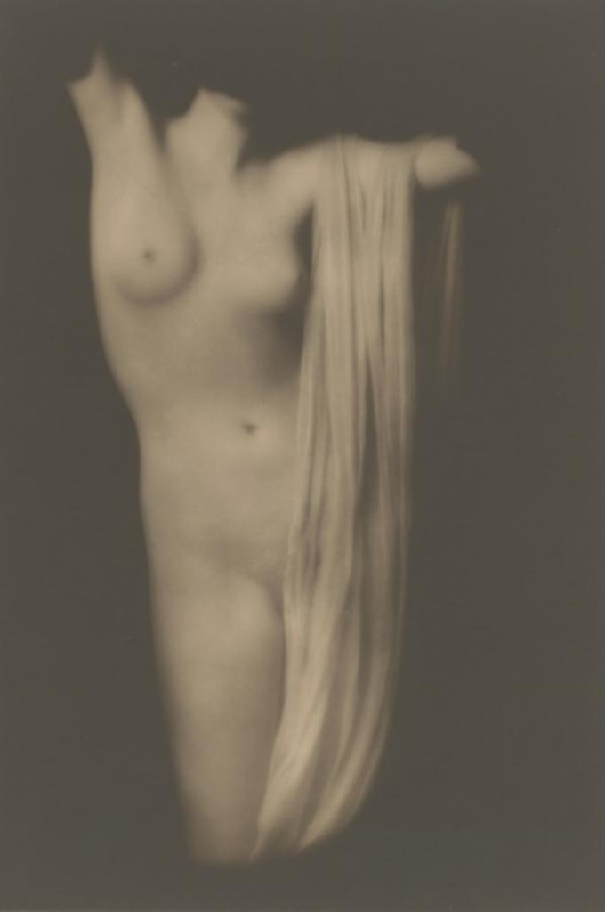 Arnold Genthe. Moder torso 1918. Via getty