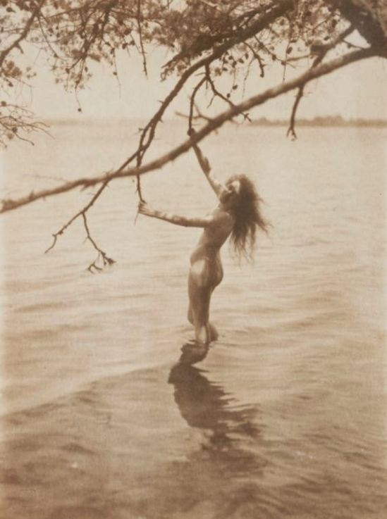 C. Yarnall Abbott. The Bather 1900. Via nationalmediamuseum