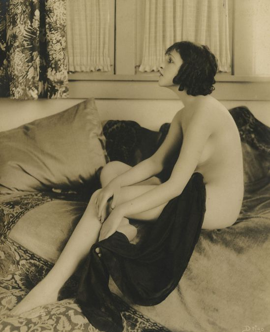 Enchanting jazz Age nude flapper pin-up vintage 1920s. Via gmgallery