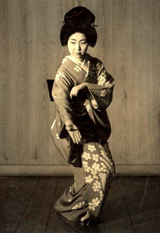 Kansuke Yamamoto. The dance of new year 1956©Toshio Yamamoto