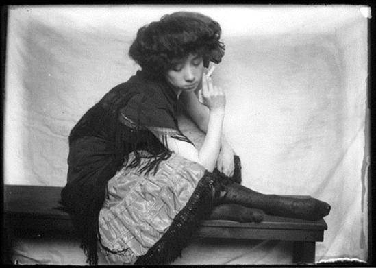 Lejaren à Hiller. Woman in costume 1920. Via geh