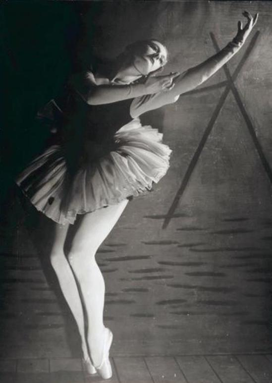 Max Dupain. Peggy Sager as Columbine in Harlequin, choreographed by Helene Kirsova, Kirsova Ballet, ca. 1944. Via nla