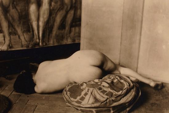Photographe anonyme. Nu 1950. Via argo.net