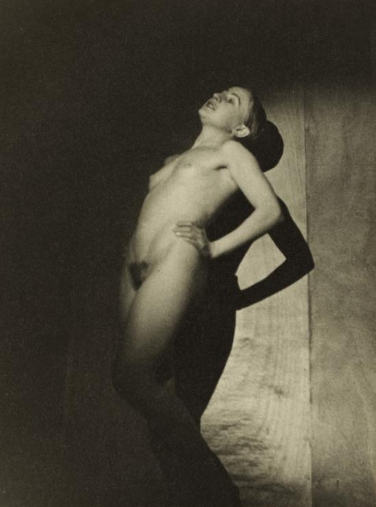 Roger Parry. Nude 1930. Via clevelandart