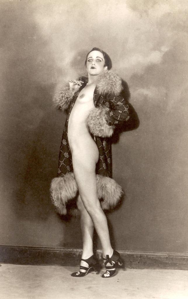 Antonio Garduno. Nahui Olin, Place 1927. Via auction.fr