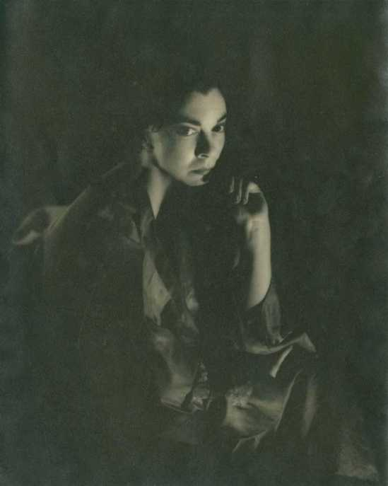 Germaine Kanova. Leonor Fini in London 1949. Via auction.fr