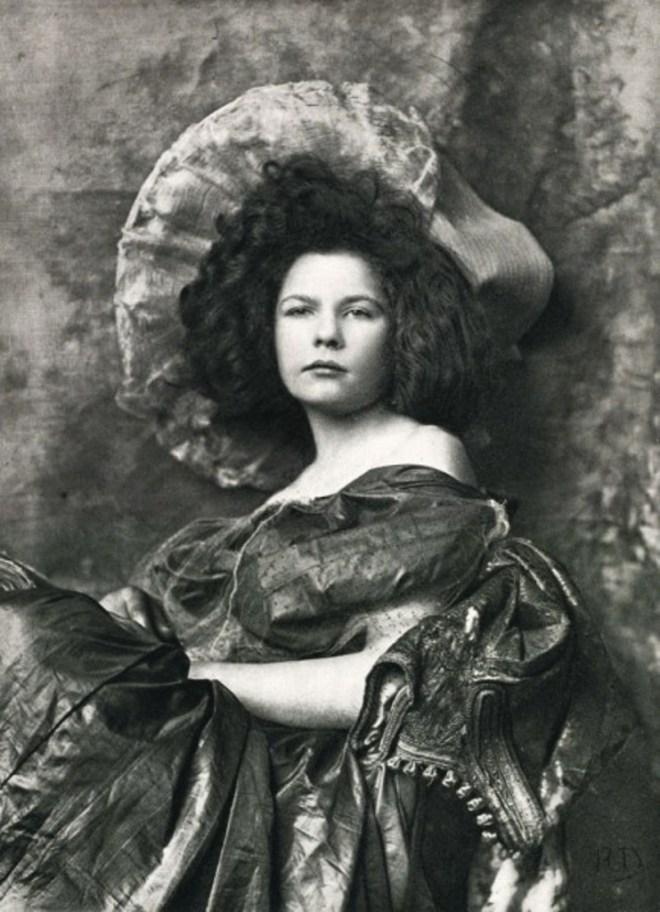 Robert Demachy. Etude de Femme (buste) 1894. Via photoseed