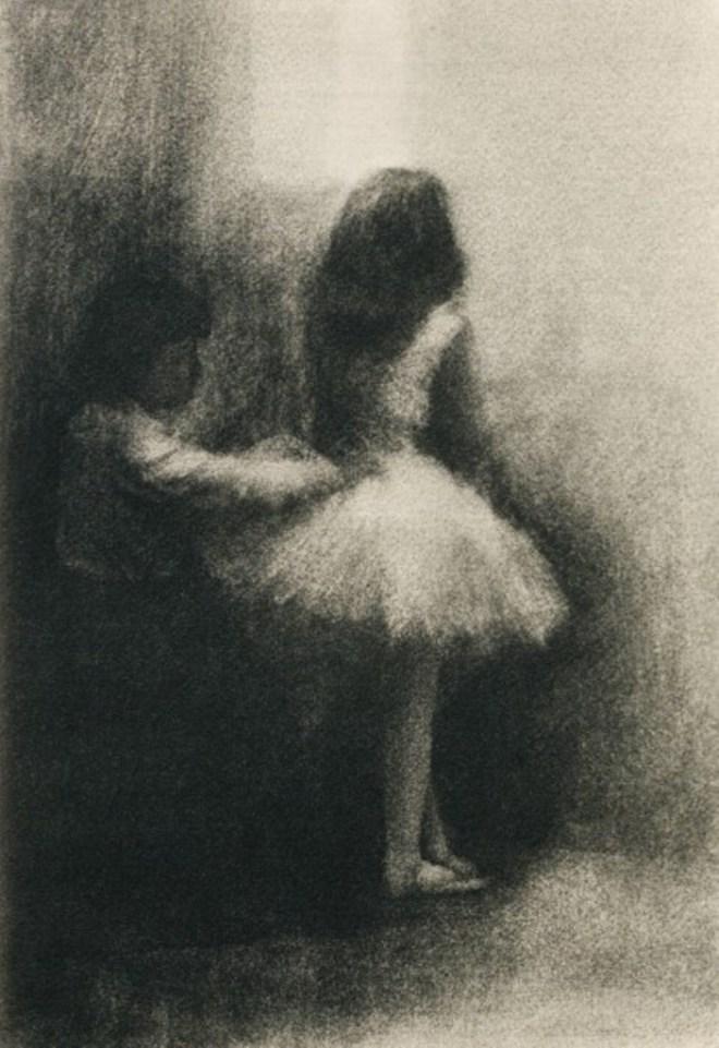 Robert Demachy. L'Habilleuse 1906. Via photoseed