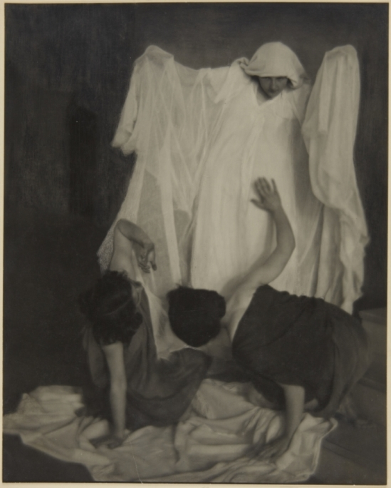 Clarence Hudson White. Dancers from Barnard College Greek Games 1911. Via artmuseum