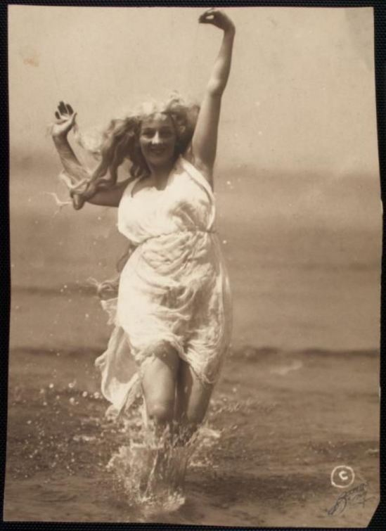 Frank C. Bangs. Gertrude Hoffmann dancing in water 1914-1915. Via nypl