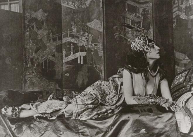 Portrait of Ida Rubinstein as Zobeide in Scheherazade 1910. Via theredlist
