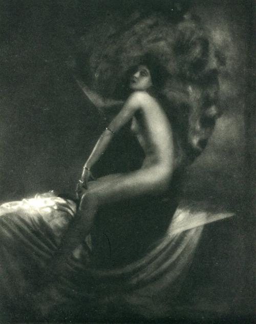 Roberto Baccarini . L'éventail 1933. Via adskikafeteri on tumblr