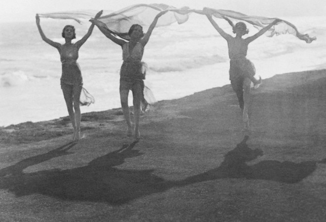 Underwood and Underwood. Isadora Duncan Performing on Beach 1910. Via corbis