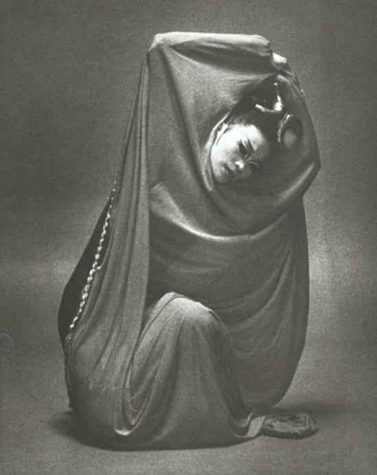 Max Waldman. Yuriko Kimura in Martha Graham's Clytemnestra 1974. Via iphotocentral