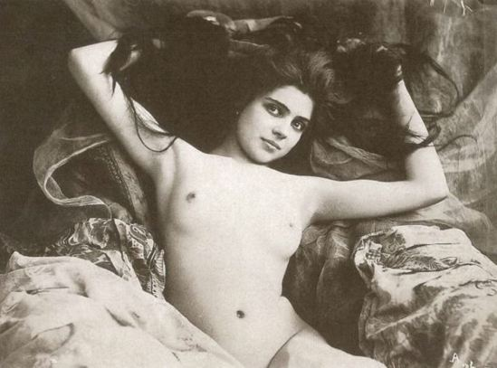 Nude attributed to Léopold Reutlinger 1890. Via pictify