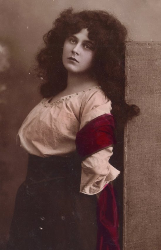 Tragic Opera Singer. Reta Walter as Mignon, by Rotophot 1906. Via etsy