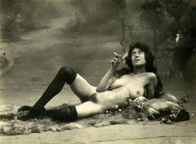 Photographe anonyme. Etude de nu vers 1900. Via leslarmesderos