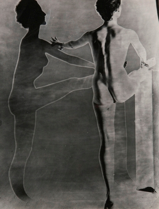 Erwin Blumenfeld. Solarized double nude with ballet barre, New York 1948. Via luminouslint