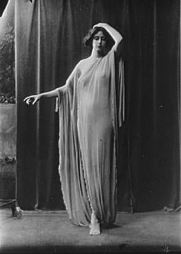 Arnold Genthe. Danseuse entre 1896 et 1942. Via amica