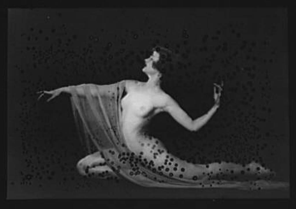 Arnold Genthe. Miss Carmen dancing entre 1896 et 1942. Via amica