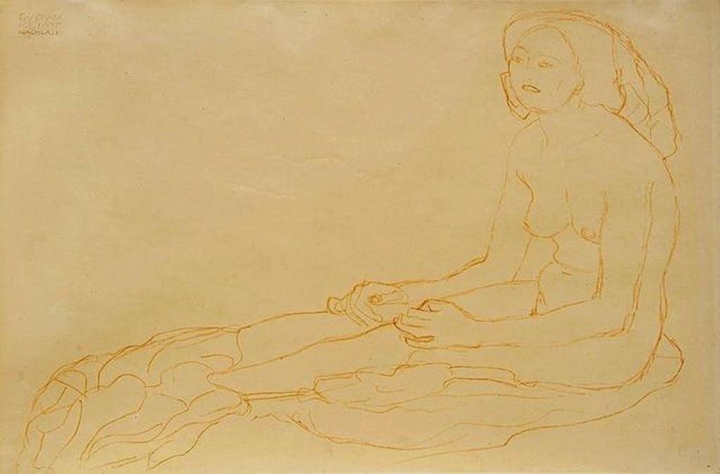 Gustav Klimt. Mit gestreckten Beinen nach links sitzender Halbakt 1910