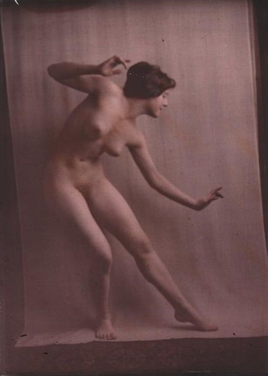 Arnold Genthe . Nude dancer. Autochrome. Via loc.gov