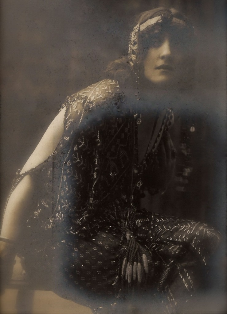Lyda Borelli dans le rôle de Salomé. Photographie du studio Amadéo, Barcelone 1900. Via pierrotgourmand on tumblr
