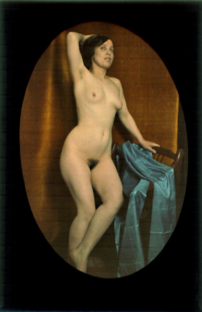 Photographe anonyme1. Female nude draped with blue veil. 1907-1910. Autochrome. Via iphotocentral