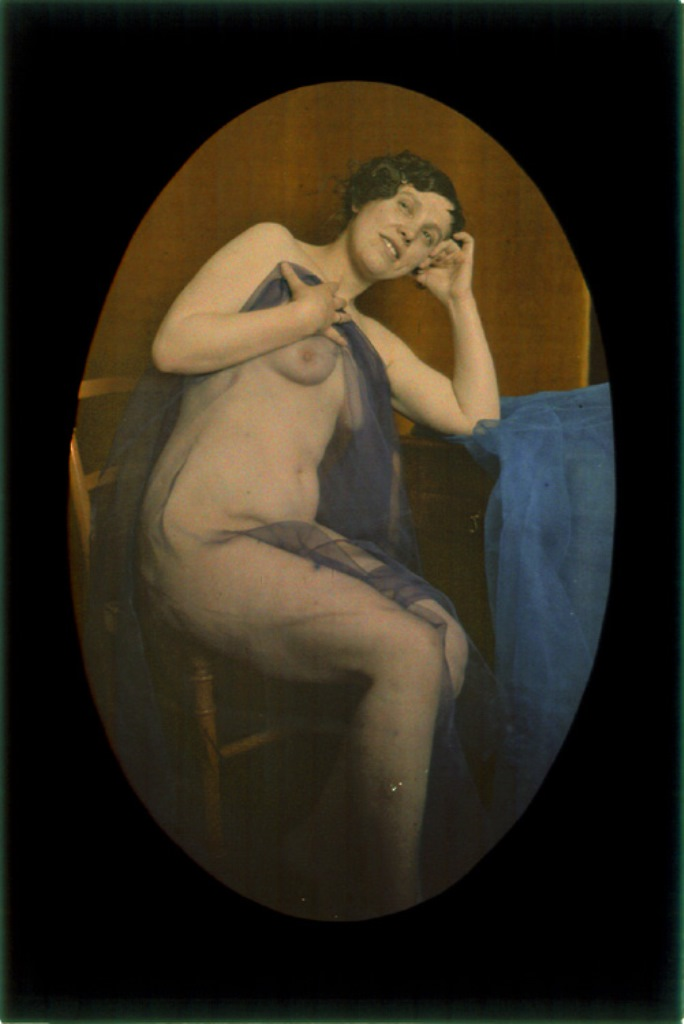 Photographe anonyme2. Female nude draped with blue veil. 1907-1910. Autochrome. Via iphotocentral