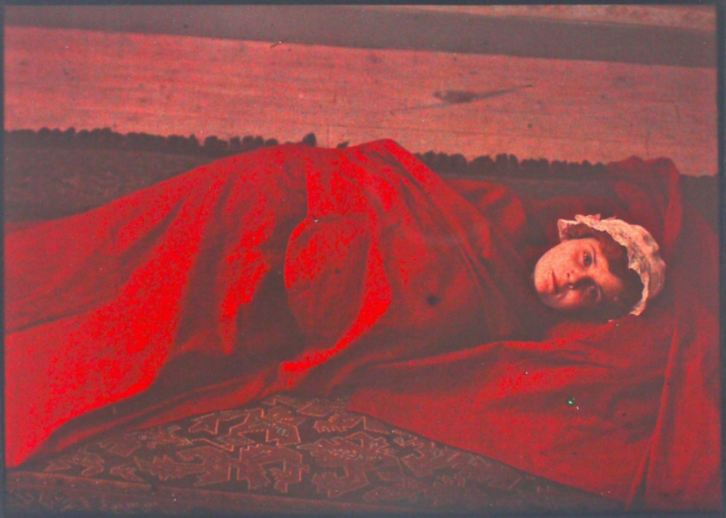 Possibly english autochromist study in red 1910s. Via drouot