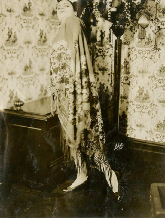 Valeska Suratt photographed by White Studios 1910s. Via gmgallery on tumblr