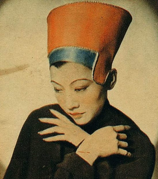 Anna May Wong as Nefertiti, 1930s. Thanks to kasbah Salomé