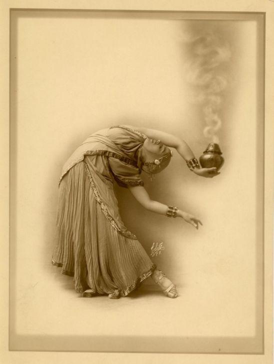 C-H White. Sahary Djeli-danseuse orientale 1920. Via ebay