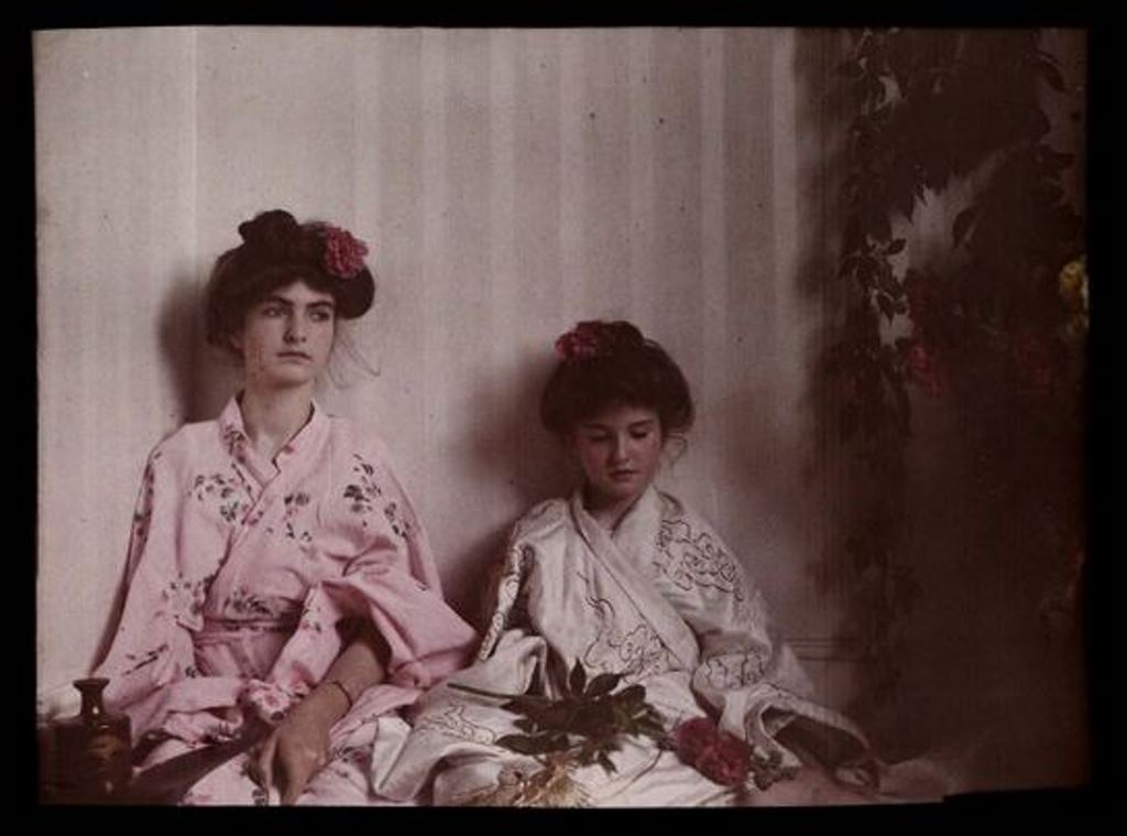 Etheldreda Janet Laing. Two girls in oriental costume 1908. Autochrome ® National media museum