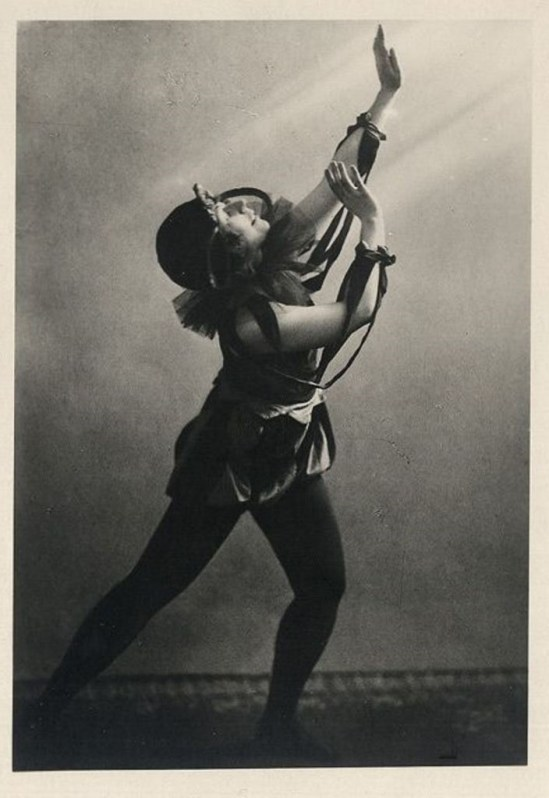 German dancer Esta Clara 1930. Via ebay