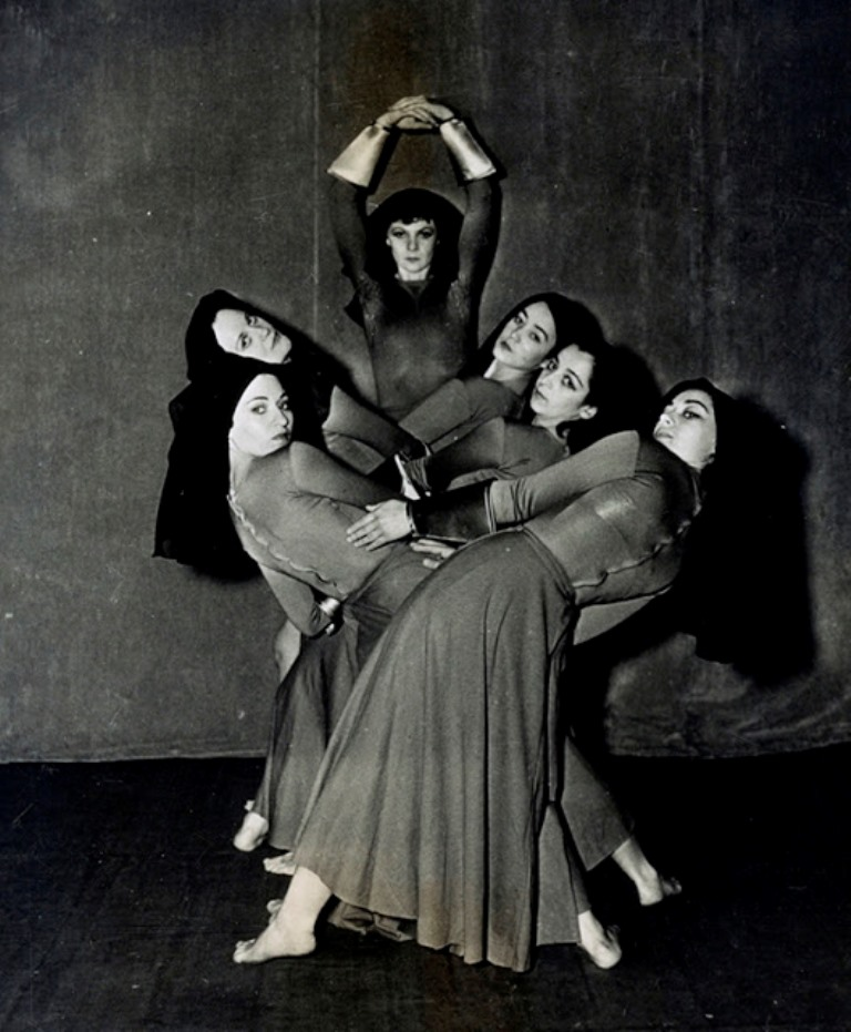 Helen Tamiris, center, with fellow dancers Augusta Gassner, Dvo Seron, Ailes Gilmour, Marion Appell, and Lulu Morris, 1937. Photo courtesy of the Library of Congress