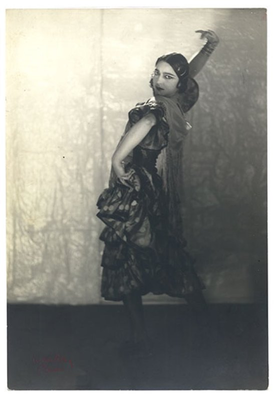 Man Ray.  Rosa Rolando(Rosa Covarrubias) 1923. Via catarinaudlap