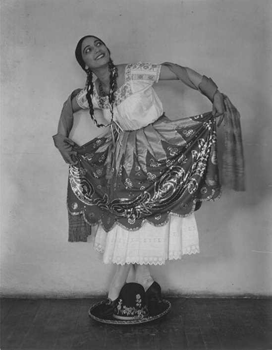 Nickolas Muray. Rosa Rolando(Rosa Covarrubias) en Rancho Mexicano 1925. Via catarinaudlap