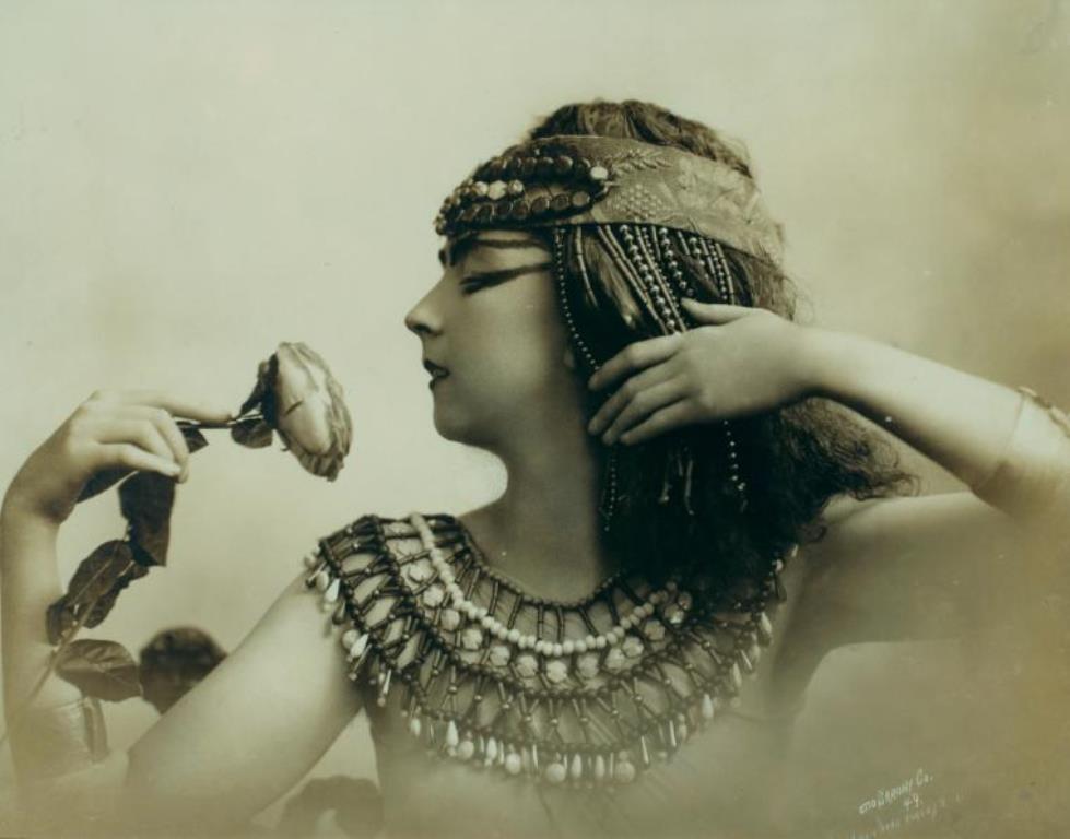 Otto Sarony. Ruth St. Denis in Egypta 1910. Via nypl